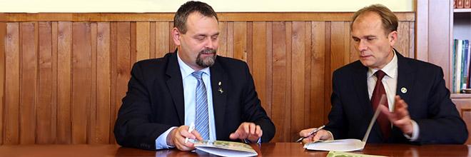 Együttműködési megállapodást kötött a NÉBIH és az OMME a magyar méztermelés védelméért